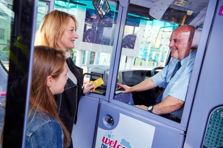 passengers-boarding-bus_metro